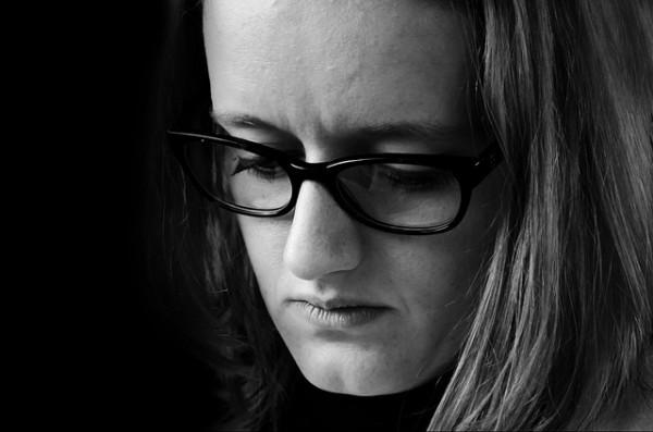 El adolescente acosado se vuelve esquivo y deja reflejar la tristeza en su rostro