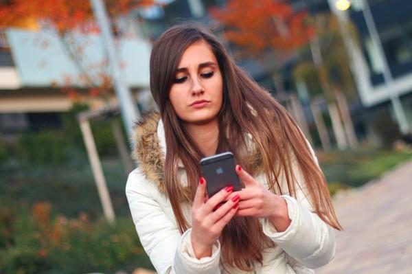 Cuidado con el empleo que hacen los adolescentes de WhatsApp.  Los padres tenemos que educarlos también en digital
