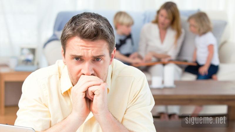 padre-de-familia-preocupado