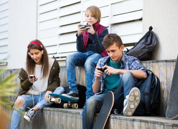 teens smartphones 1