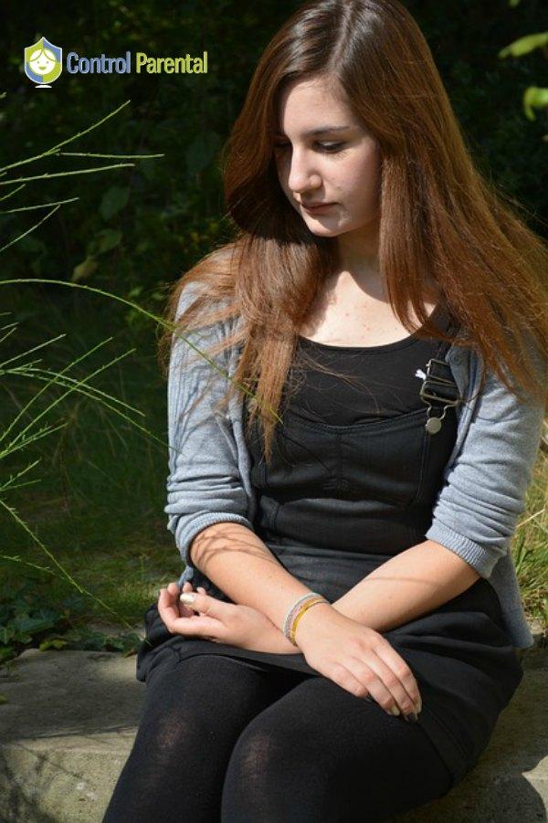 El Sexting puede derivar en conductas de Sextorsión (chantaje sexual) y ciberbullying, siendo éste una de las mayores causas de suicidio entre los adolescentes.