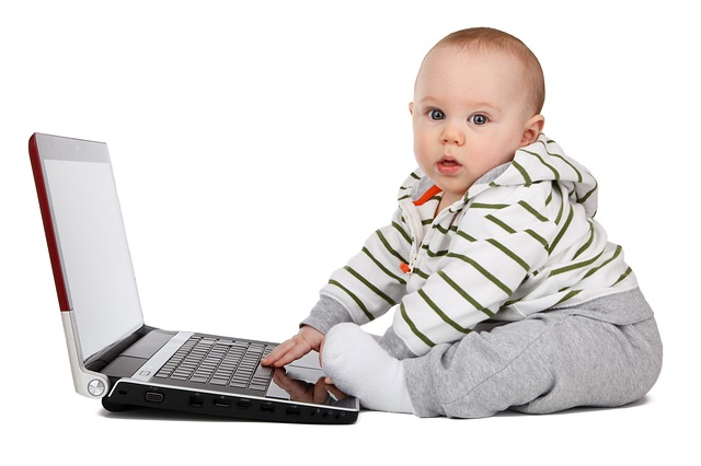 Desde que son bebés se acercan al ordenador