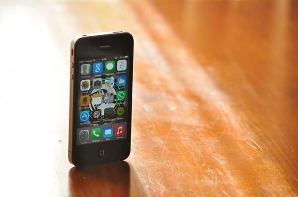 Tres de cada 10 niños españoles tienen su propio móvil a la edad de los 10 años. Así lo indican los datos del INE (Instituto Nacional de Estadística) a raíz de un estudio sobre el uso de las nuevas tecnologías por menores de entre 10 y 15 años.