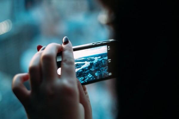 Online on the Mobile pone de relieve cómo ha cambiado el empleo de los smartphones por menores desde el año 2010, encontrándose una evolución impresionante en la que España presenta una realidad paralela al contexto europeo.