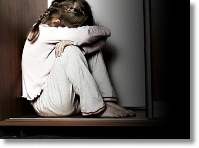 Un niño que se siente acosado es incapaz de manejar correctamente esta situación ya que no dispone de los recursos emocionales ni de la madurez necesarios para gestionarlo.