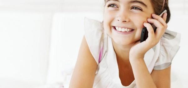 Las niñas son más conscientes que los niños de algunos peligros de los móviles