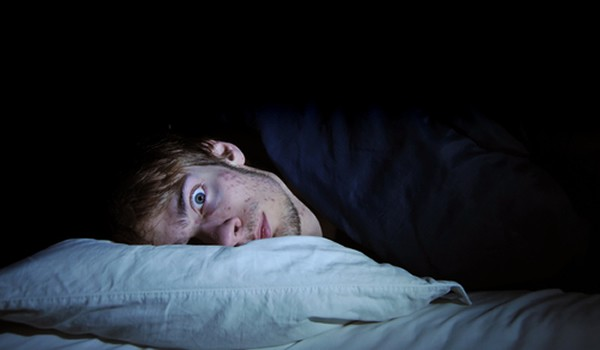 Aunque una minoría necesita pocas horas de sueño, la mayoría de nosotros necesitamos entre 7 y 9 horas de sueño para poder funcionar intelectualmente
