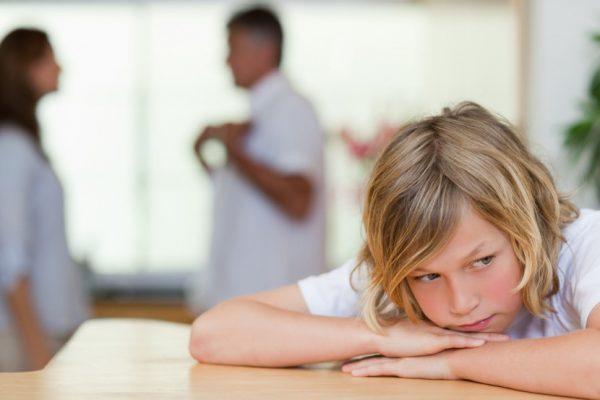 Lux fracaso escolar niño pensando